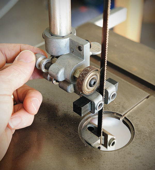 Tuning your bandsaw the bearing should only spin when the blade is under load repeat the same set up with the bottom guides make sure all locking screws are tightened greentooth Choice Image