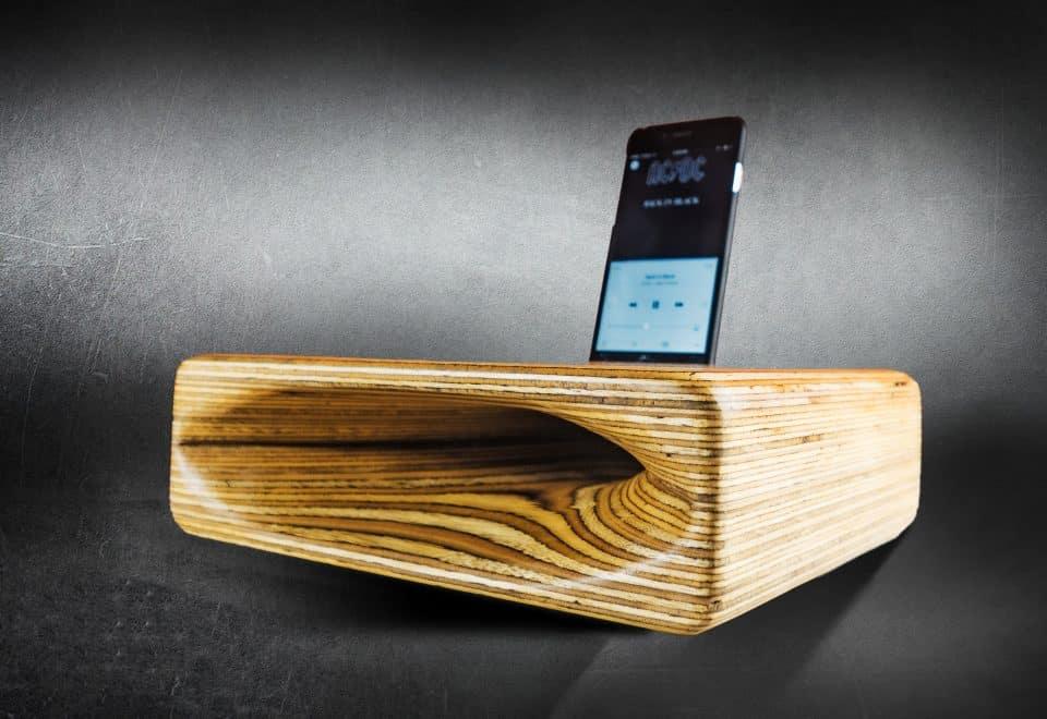 Wooden smartphone speaker